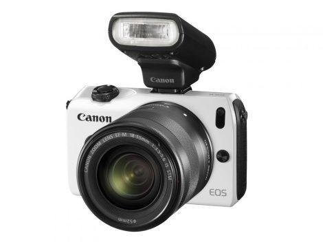 Canon EOS M Body + EF-M 22mm / 2.0 STM Objektiv + EF M - EF Adapter + 90EX Blitz (schwarz)